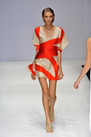 Показы мод Amanda Wakeley Весна-лето 2009 | Подиум на ELLE - Подиум - фото 3418