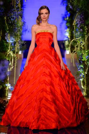 Показ Guo Pei  коллекции сезона Осень-зима 2017-2018 года Haute couture - www.elle.ru - Подиум - фото 623933