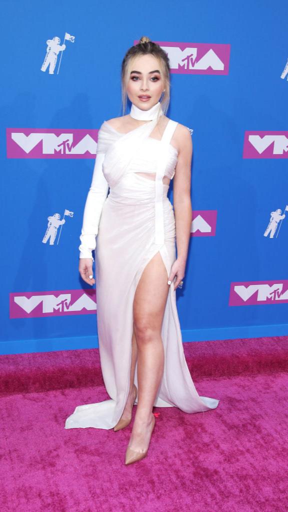 Total-white: знаменитости в белых нарядах на VMA (фото 9)