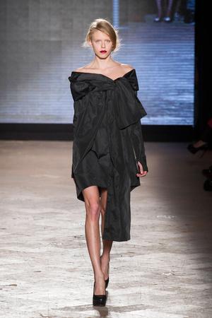Показ New upcoming designers коллекции сезона Осень-зима 2014-2015 года prêt-à-porter - www.elle.ru - Подиум - фото 581357