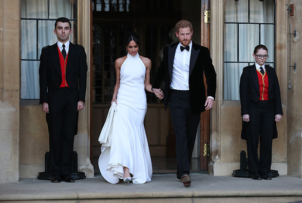 Почему второе платье Меган Маркл не попало в музей? (фото 1)