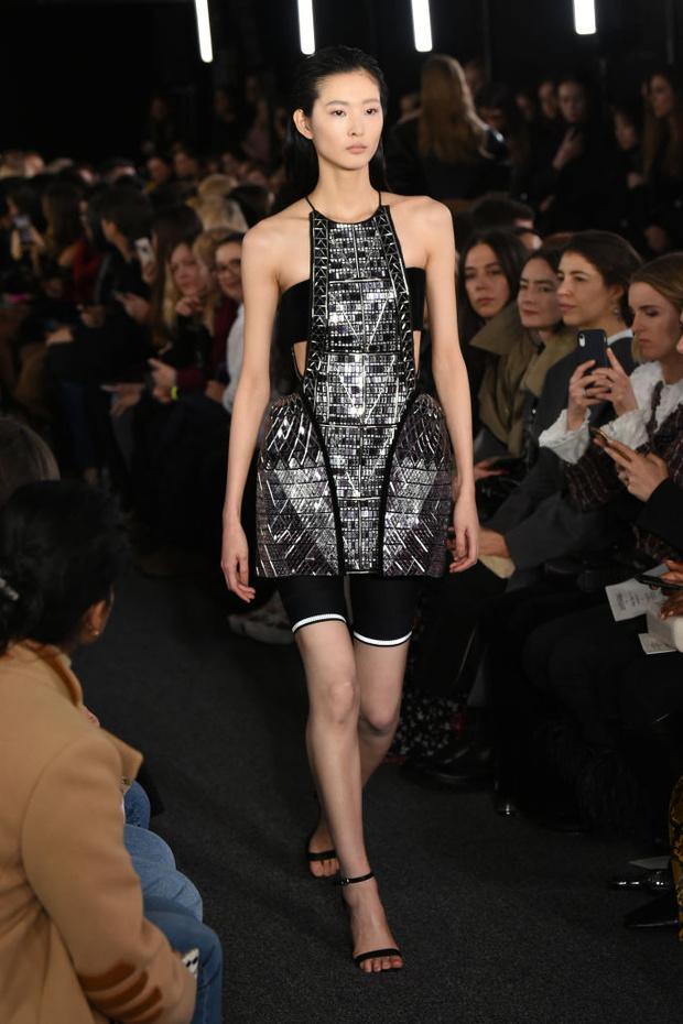Черный – новый черный: показ David Koma на London Fashion Week (фото 22)