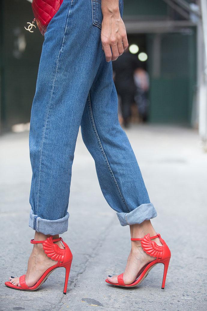 Back to 90s: 5 способов носить mom-джинсы (фото 33)