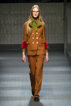 Показ Gucci коллекции сезона Осень-зима 2015-2016 года prêt-à-porter - www.elle.ru - Подиум - фото 594460