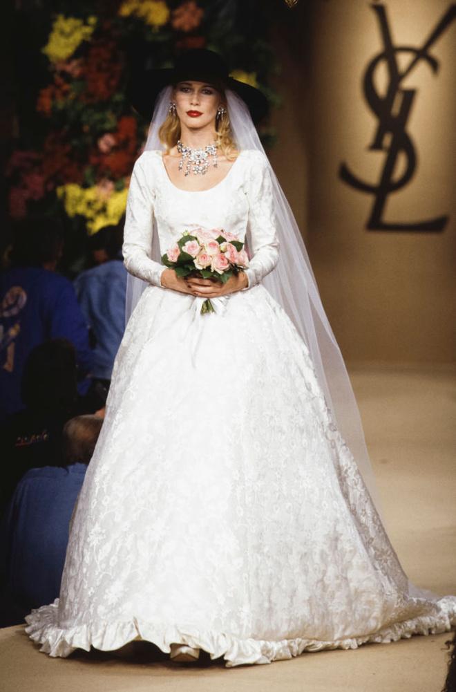10 культовых свадебных платьев Ива Сен-Лорана (фото 8)