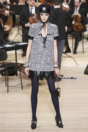 Показ Chanel коллекции сезона Pre-fall  2018 года Metiers d'Art - www.elle.ru - Подиум - фото 668791