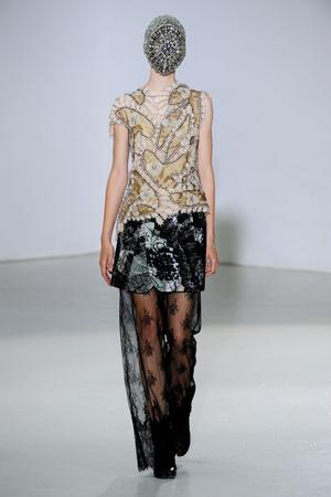 Показ Maison Martin Margiela коллекции сезона Осень-зима 2012-2013 года Haute couture - www.elle.ru - Подиум - фото 405024