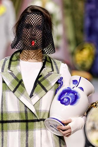 Посуда Гжельского фарфорового завода на Moscow Fashion Week (фото 4.2)