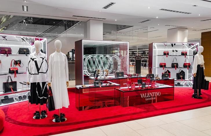 VRing Station: pop-up бутик Valentino в Монреале (фото 7)