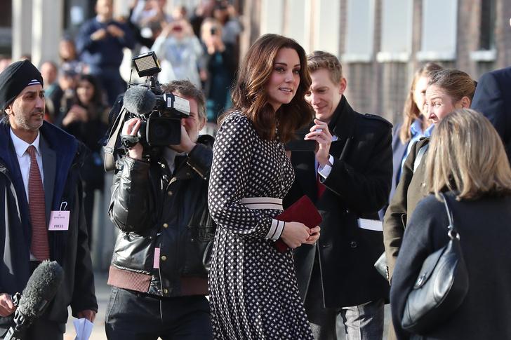 Образ дня: беременная Кейт Миддлтон в платье Kate Spade (фото 6)