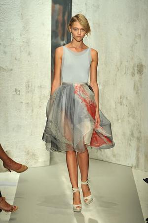 Показы мод Donna Karan Весна-лето 2010 | Подиум на ELLE - Подиум - фото 3078
