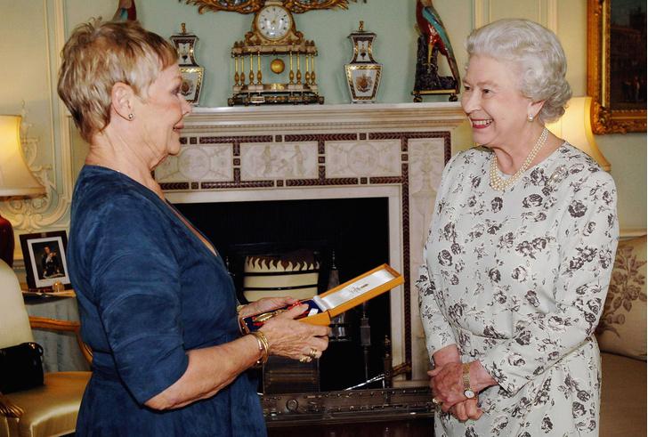 Что звезды надевали на встречу с королевой Елизаветой II? (фото 26)