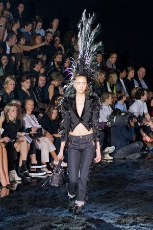 Показ Louis Vuitton коллекции сезона Весна-лето 2014 года Prêt-à-porter - www.elle.ru - Подиум - фото 572347