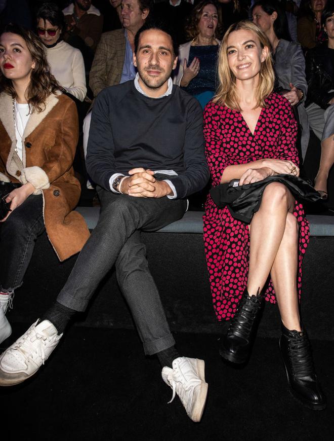 Пальто и платье Zara: в чем самая богатая наследница ходит на показы Недель моды? (фото 3)