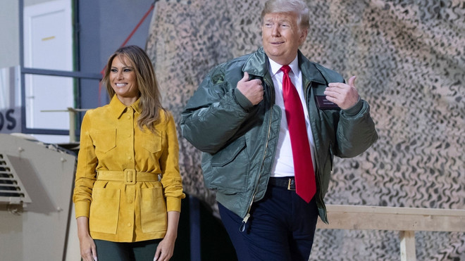 Желтый жакет и классические ботинки Timberland: Мелания Трамп в Ираке (фото 3)