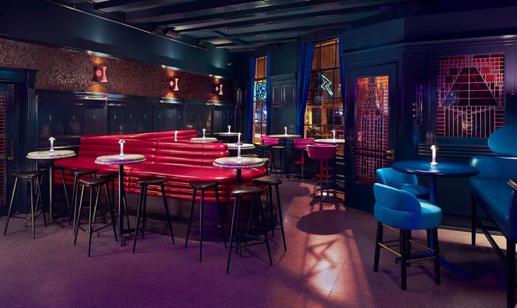 Яркий бар в Амстердаме (фото 9)