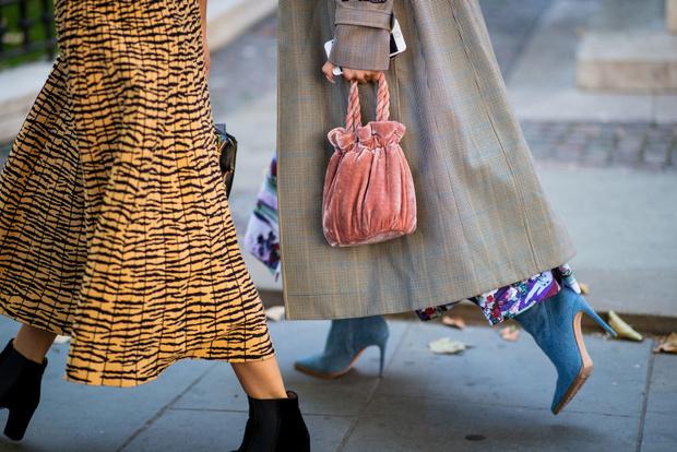 12 сумок-мешочек, модные в этом сезоне (фото 7)