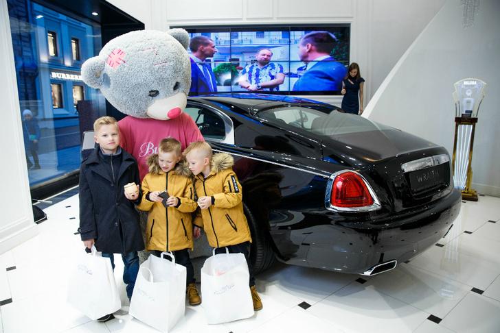 Необычный праздник с Aston Martin фото [1]