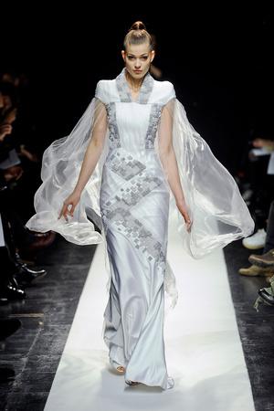 Показ Maxime Simoens коллекции сезона Весна-лето 2012 года Haute couture - www.elle.ru - Подиум - фото 333623