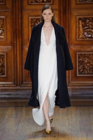 Показы мод Emilia Wickstead Осень-зима 2014-2015 | Подиум на ELLE - Подиум - фото 3878