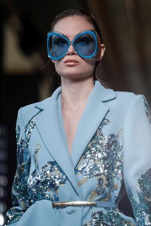 Модная деталь: огромные солнцезащитные очки на Elie Saab Couture SS19 (фото 1.1)