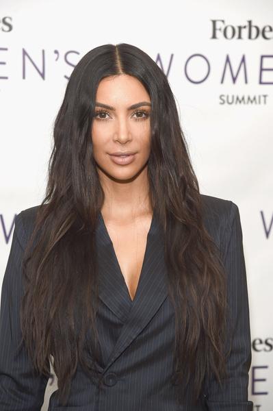 Маски прочь: Ким Кардашьян поделилась фото без парика и косметики | галерея [1] фото [3]