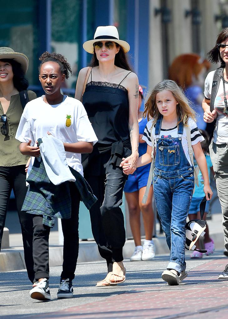 Анджелина Джоли с Вивьен и Захарой