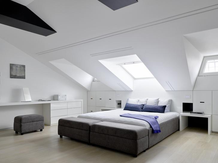 Под самой крышей: 6 интерьеров с мансардой (фото 10)