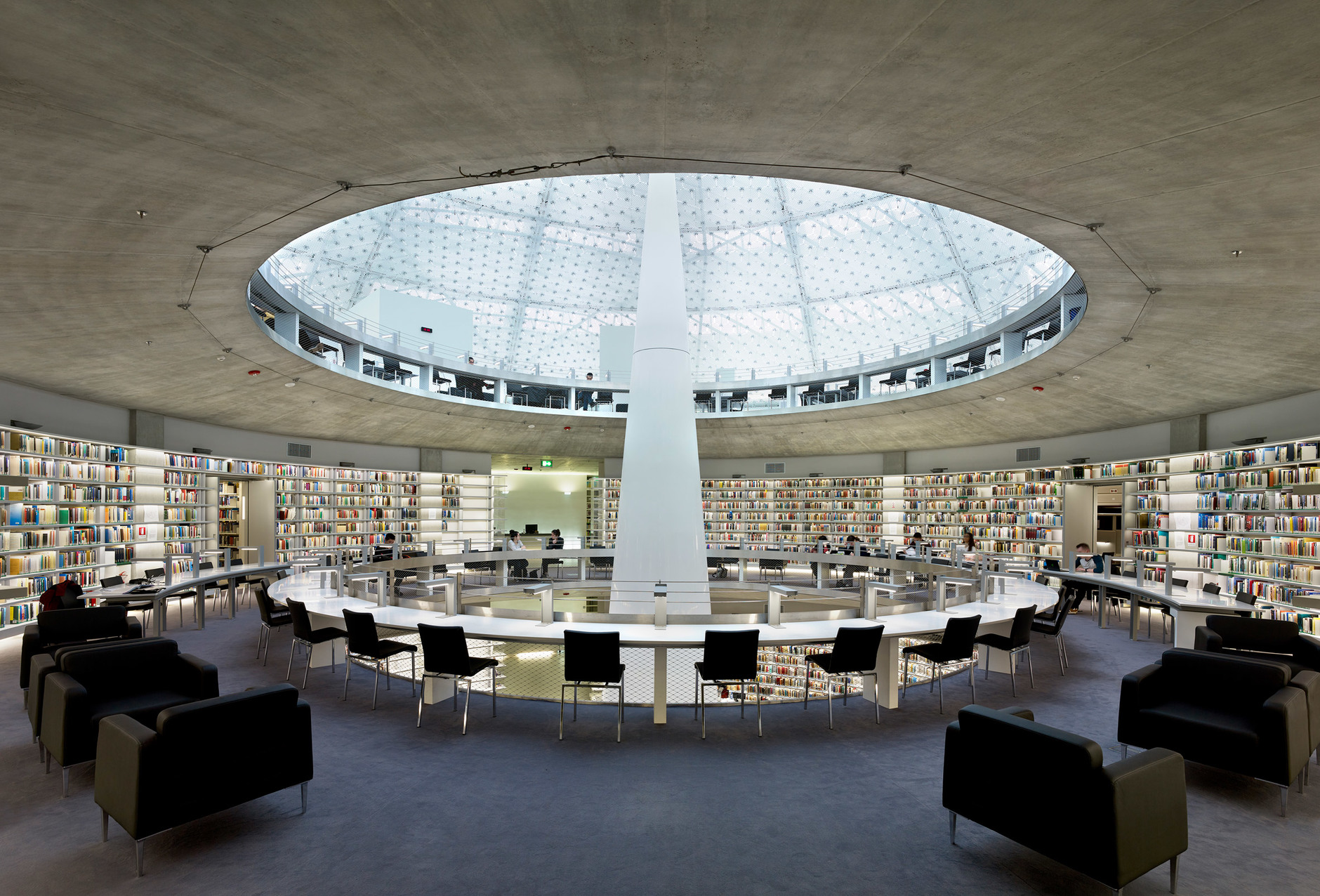 Яркая библиотека по проекту Жана Нувеля (галерея 14, фото 4)