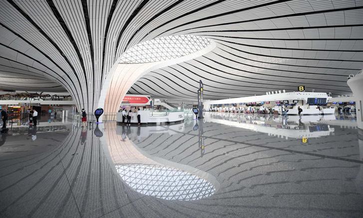 В Пекине открылся новый аэропорт по проекту Захи Хадид (фото 2)