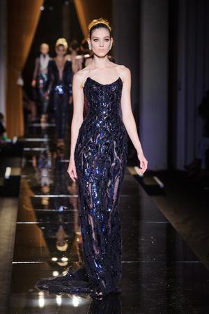 Показ Versace Haute Couture коллекции сезона Осень-зима 2013-2014 года haute couture - www.elle.ru - Подиум - фото 556636