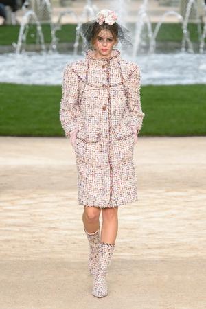 Показ Chanel коллекции сезона Весна-лето 2018 года Haute couture - www.elle.ru - Подиум - фото 673971