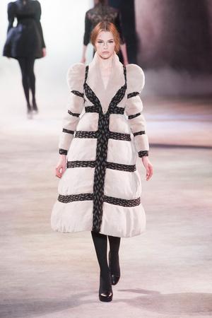 Показы мод Ulyana Sergeenko Осень-зима 2013-2014 | Подиум на ELLE - Подиум - фото 3493