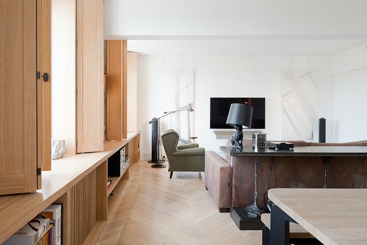 Московский минимализм: светлая квартира с деревянными ставнями (фото 0)