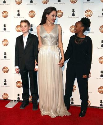 Фото дня: Анджелина Джоли с детьми на Annie Awards (фото 2)