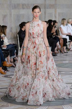 Показ Giambattista Valli коллекции сезона Осень-зима 2017-2018 года Haute couture - www.elle.ru - Подиум - фото 623871
