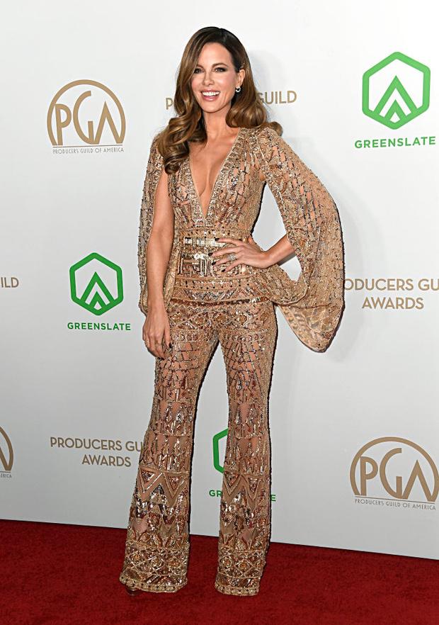 «Голым» может быть не только платье, но и комбинезон — как у сексуальной Кейт Бекинсейл (фото 4)