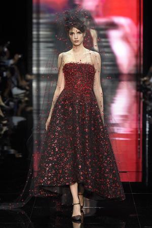 Показ Armani Prive коллекции сезона Осень-зима 2014-2015 года Haute couture - www.elle.ru - Подиум - фото 584941