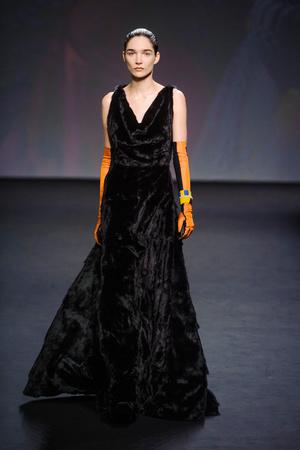 Показ Christian Dior коллекции сезона Осень-зима 2013-2014 года haute couture - www.elle.ru - Подиум - фото 556349