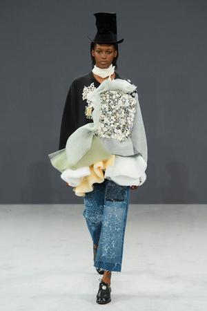 Показ Viktor & Rolf коллекции сезона Осень-зима 2016-2017 года haute couture - www.elle.ru - Подиум - фото 607423
