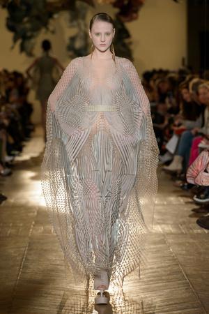 Показ Iris van Herpen коллекции сезона Весна-лето 2018 года Haute couture - www.elle.ru - Подиум - фото 672631