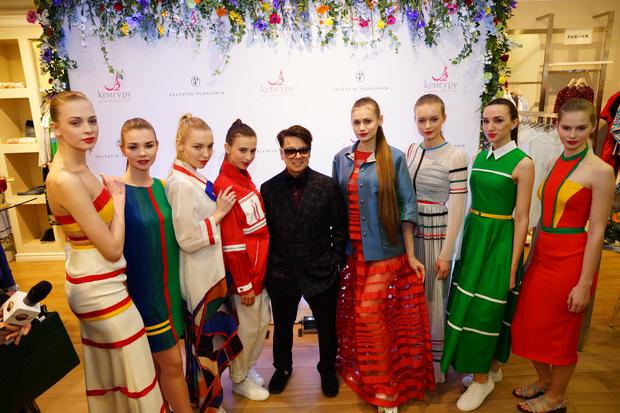 Valentin Yudashkin и «Кенгуру» представили коллекцию для будущих мам (фото 1)