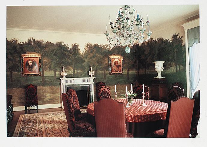 Фрагмент столовой в Нью-Йорке, украшенной фресками с лесным пейзажем. Идею комнаты-сада Монжардино позаимствовал у древних римлян: подобные росписи часто встречаются в Помпеях.
