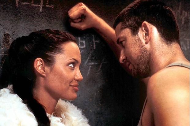 Анджелина Джоли и Джерард Батлер в фильме «Лара Крофт: Расхитительница гробниц 2»