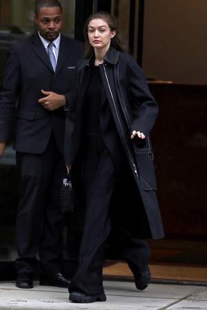 С чужого плеча: Джиджи Хадид показывает, как правильно носить оверсайз (фото 1.1)