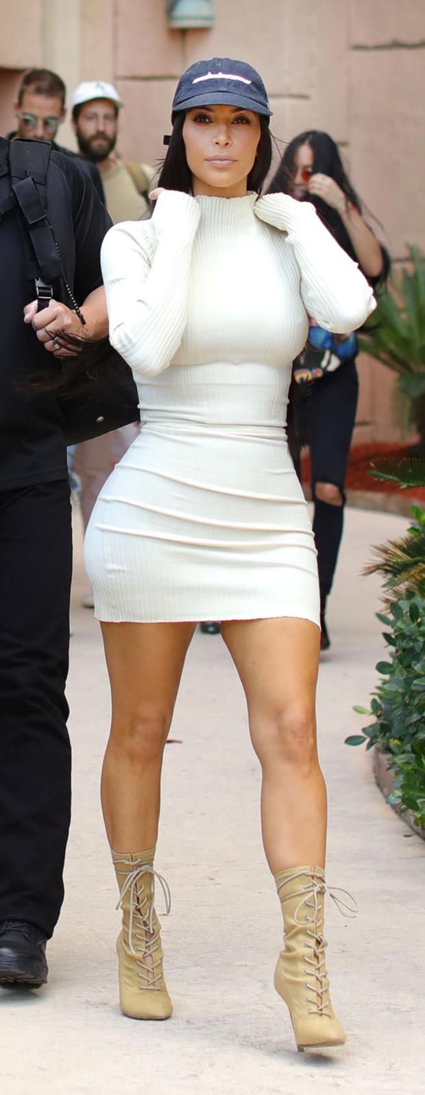 новые фото Ким Кардашьян из Дубая