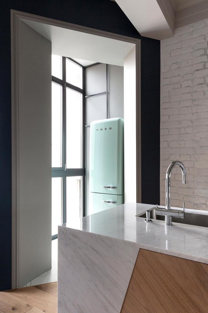 Белая квартира с синими акцентами 78 м² (фото 10)