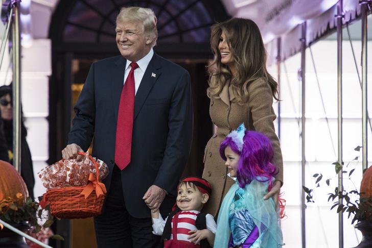 Дональд и Мелания Трамп отметили Хэллоуин в Белом доме фото [2]