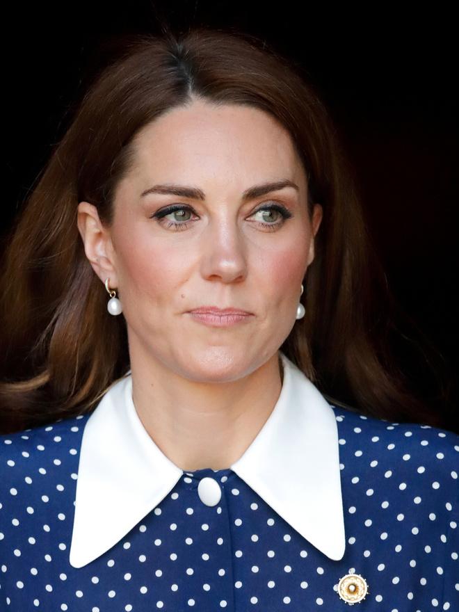 Королевские намеки: секретные значения брошей Кейт Миддлтон (фото 2)