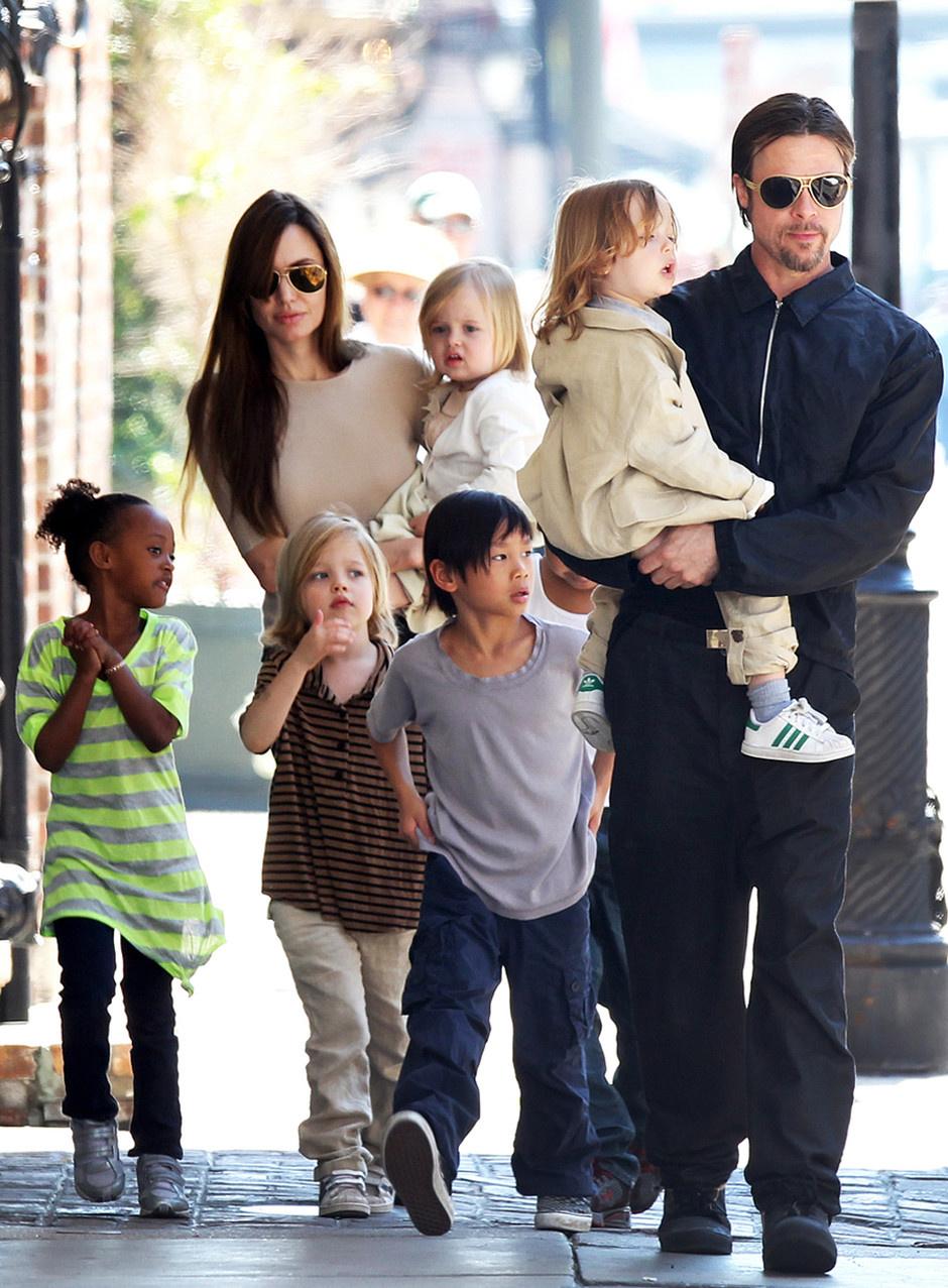 анджелина джоли с семьёй фото